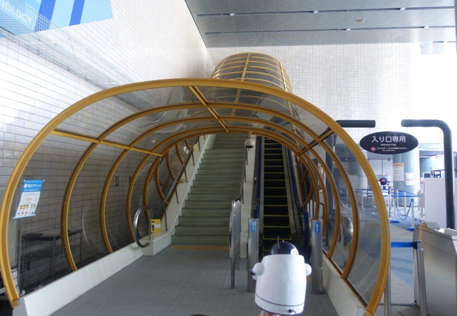 展示室に上るエスカレーター